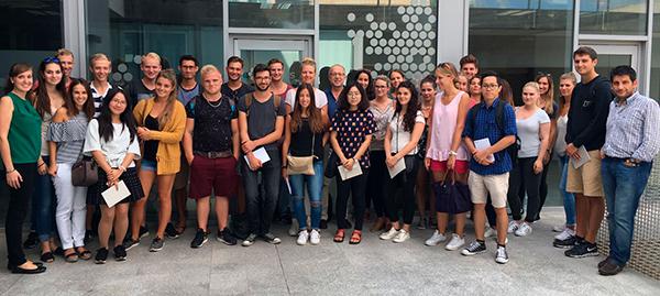 visita-a-Dingus-de-alumnos-de-marketing-digital-grupo