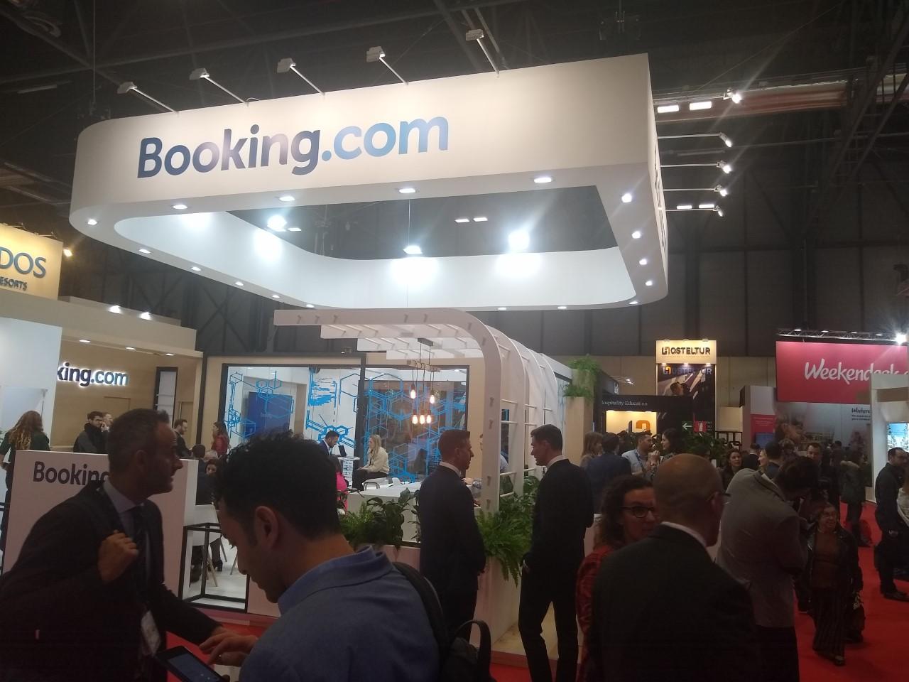 Booking.com y Dingus en Fitur 2020